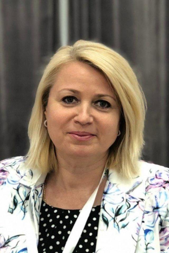 ELENA ROMANIA | GENERAL DIRECTOR